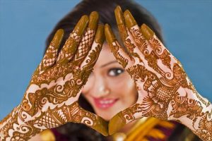 How to get dark mehndi colour for hands