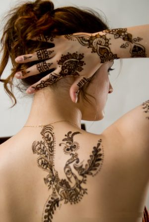 Awesome Mehendi Design for Hand and Shoulder