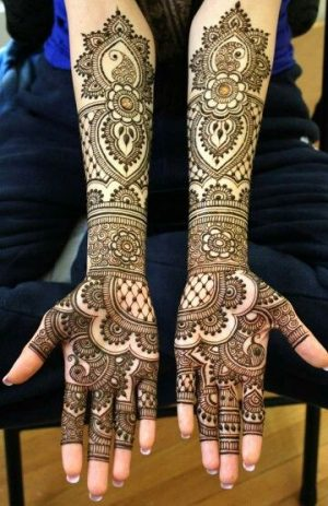 Full Bridal Mehendi in hand