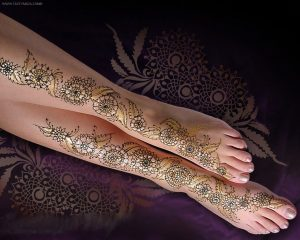 Glitter Mehendi design for foot