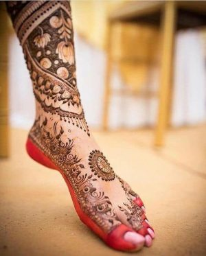 Bridal mehendi Design for leg