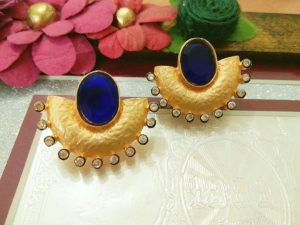 Gem studded Gold earring