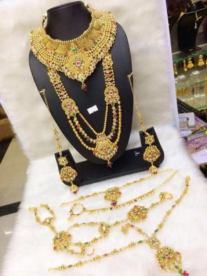 Band Gala gold Necklace with gems