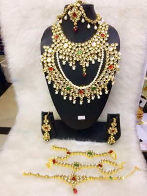 Gems studded gold necklace set