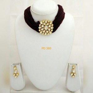 New Stylish party wear golden pendent necklace