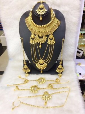 Lata style gold band gala necklace set