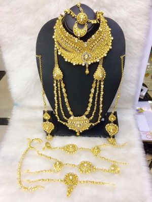 Band gala with Pendent gold necklace set