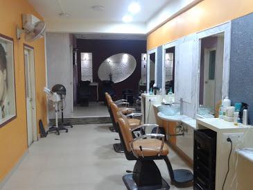 Menders Men Salon & Spa