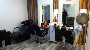 A SALLIMS BEAUTY SALON