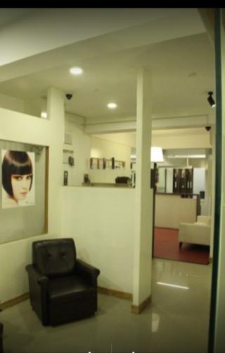 Rosh & Roy's Unisex Salon