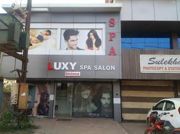 LUXY Unisex Salon & Spa