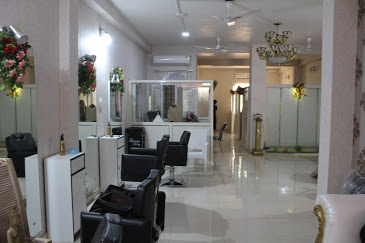Nikhil's | Honey Beauty Academy & Salon - Best Parlour in Jhansi