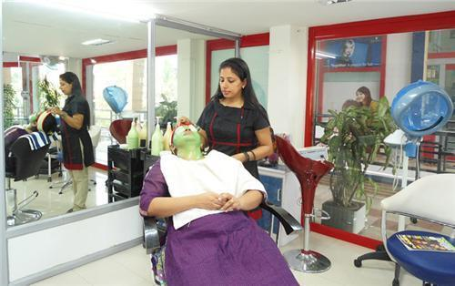 Facelook Ladies Beauty parlor