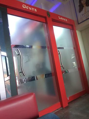 Reflection Unisex Saloon