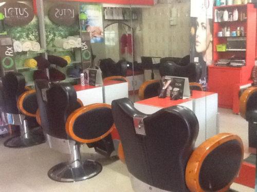 Saloni Beauty salon