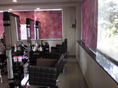 Pinks N Bloos Beauty Salon