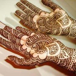 Heena Mahendi Designer And Cone