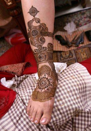 Beautiful half leg mehendi design