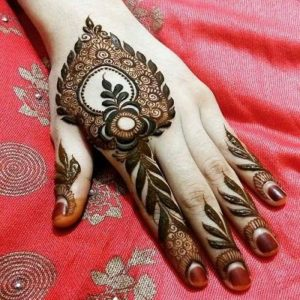 Heart shaped mehendi design