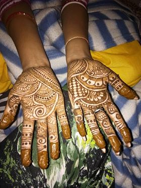 Ghar ki Beautiful mehendi design