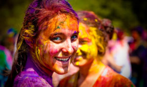 Tips to remove Holi color quick without damaging the skin